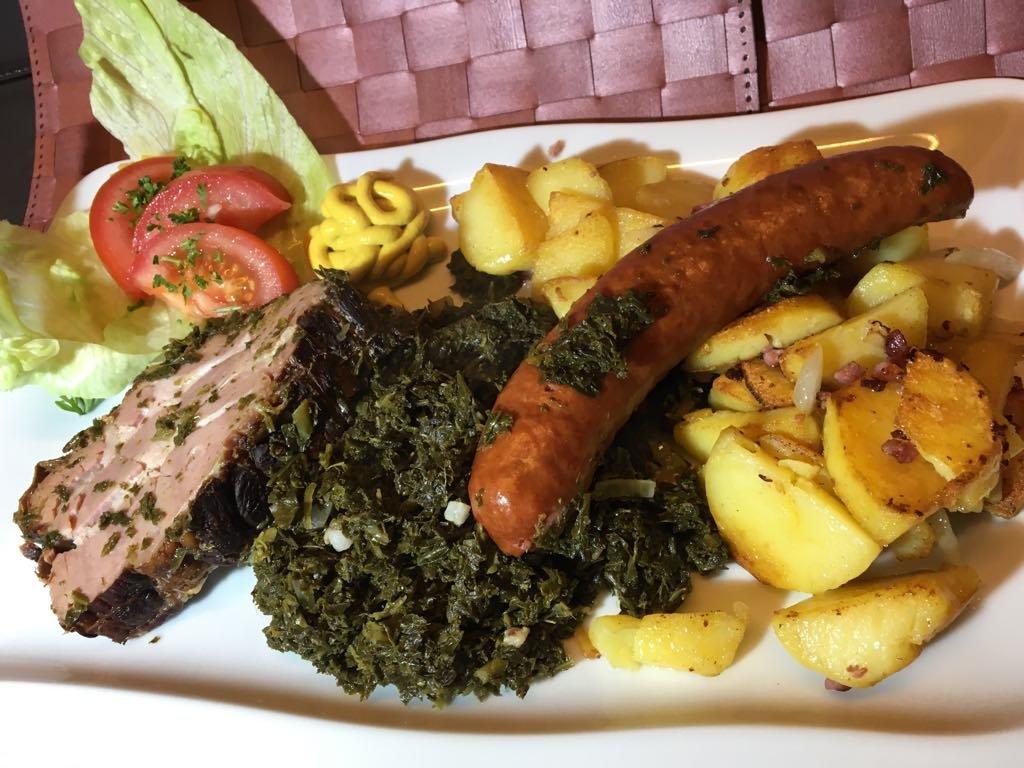 Grünkohl mit Kassler und Kochwurst